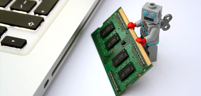 Toy-robot-with-RAM-chip-by-Chris-Isherwood-Creative-Commons